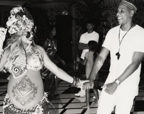 Beyonce 2 Il look di Beyonce per il baby shower dei gemmelli