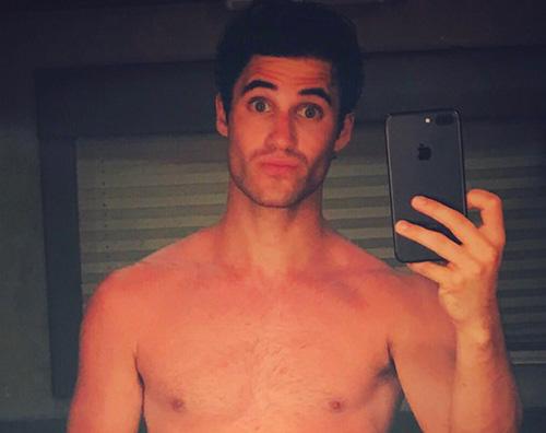 Darren Criss Darren Criss di Glee senza veli su Instagram
