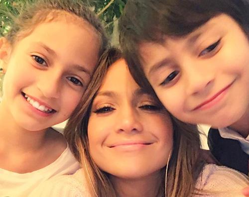 JenniferLopez 1 Festa della mamma con i gemelli per JLo