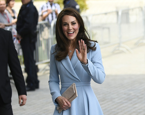 Kate Middleton Kate Middleton, cappotto celeste per la visita in Lussemburgo