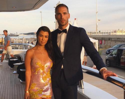 Kourtney Kardashian 3 Kourtney Kardashian, la bella vita a Cannes