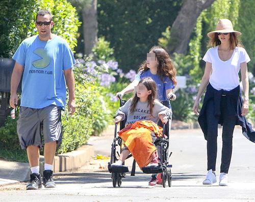 Adam Sandler Adam Sandler, passeggiata in famiglia