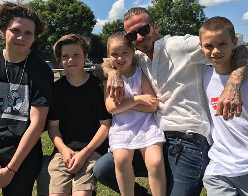 Beckham Victoria Beckham festeggia il Father's Day con David