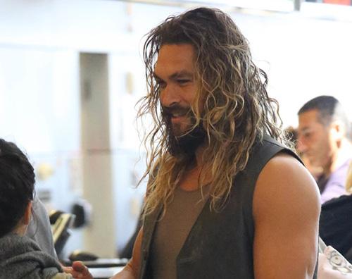 Jason Momoa 2 Jason Momoa tutto muscoli al LAX