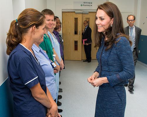Kate Middleton 2 Kate Middleton in blu al Kings College Hospital
