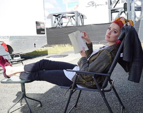 Amber Heard Amber Heard, relax sul set di Aquaman