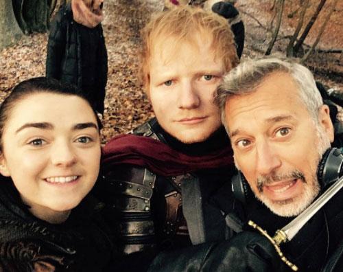 Ed Sheeran Ed Sheeran e Maisie Williams, selfie sul set di Game of Thrones