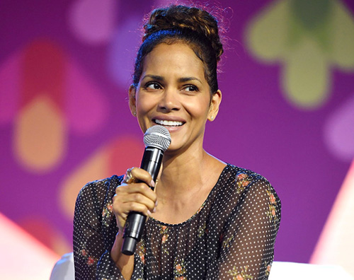 Halle berry Halle Berry ritorna ad essere una Bond Girls su Instagram
