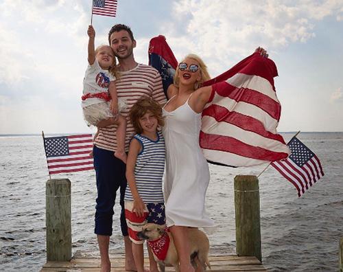 Xtina coVER Christina Aguilera, 4 luglio in famiglia