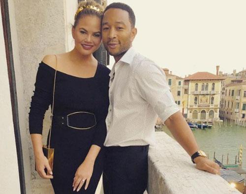 John Legend 2 John Legend e Chrissy arrivano a Venezia con Luna