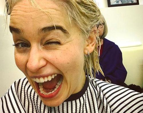 Emilia Clarke Emilia Clarke ritorna a vestire i panni di Daenerys Targaryen