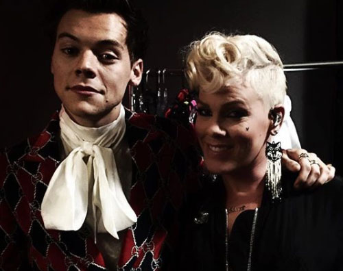 Harry Styles Pink Pink e Harry Styles si incontrano all' iHeart Radio Music Festival