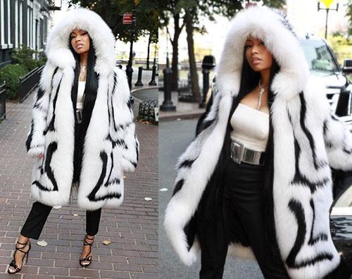 Niki Minaj Nicki Minaj, peliccia vistosa alla sfilata di Oscar De La Renta