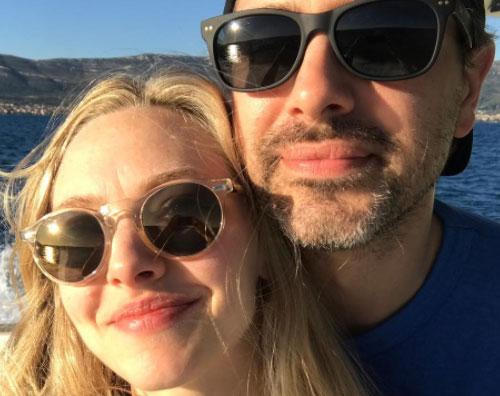 Amanda Seyfried Amanda Seyfried con Thomas sui social