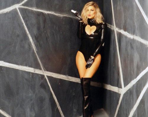 """Fergie Cover Fergie è una bomba sexy sul set di """"You Already Know"""""""