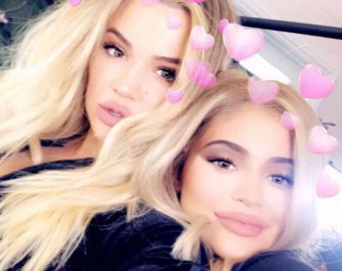 Khloe Kylie Khloe Kardashian e Kylie Jenner: foto col pancione