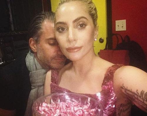 Lady Gaga Lady Gaga, prima foto social col compagno Christian Carino