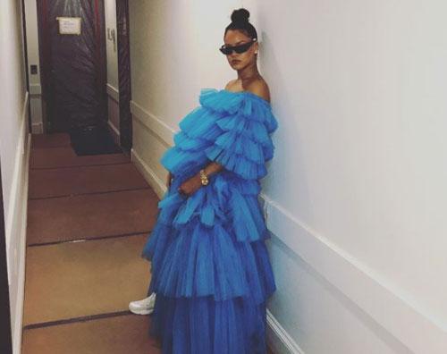 Rihanna 1 Rihanna è una nuvola di tulle sui social