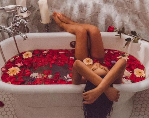 Shay Mitchell 1 Shay Mitchell, relax hot su Instagram