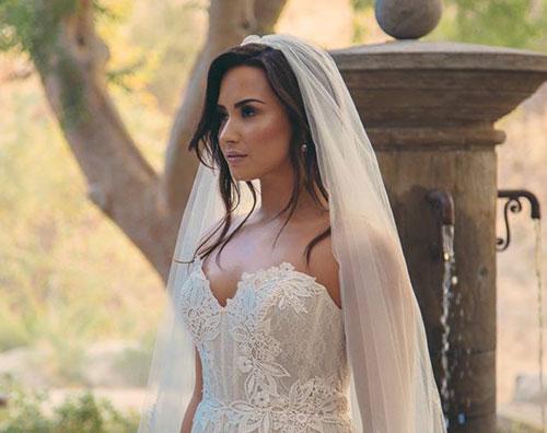 Demi Lovato 2 Demi Lovato è una sposa su Instagram