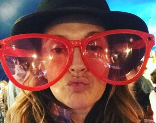 Drew Barrymore 1 Drew Barrymore, maxi occhiali al circo
