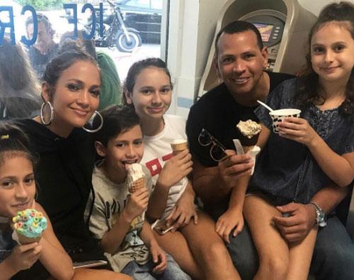 Jennifer Lopez Jennifer Lopez, Alex Rodriguez e la loro famiglia allargata