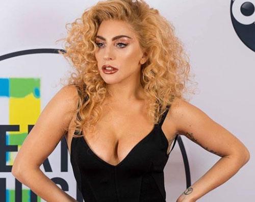 Lady Gaga 1 1 Lady Gaga, nuovo look agli AMAs 2017