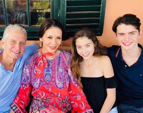 Michael Douglas Michael Douglas e Catherine Zeta Jones in vacanza con i ragazzi
