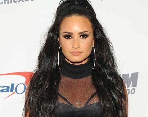 Demi Lovaro 2 Demi Lovato in arancione su Instagram