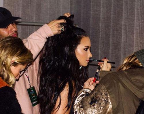 Demi Lovato Demi Lovato, trucco e parrucco prima dello show
