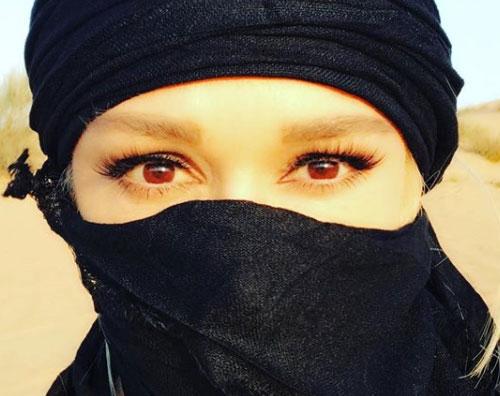 Gwen 1 Indovina la donna col volto coperto