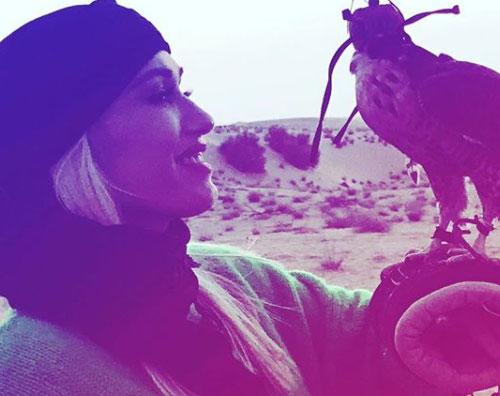 Gwen Stefani 2 Indovina la donna col volto coperto