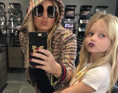 Jessica Simpson Jessica Simpson fa shopping con Maxwell