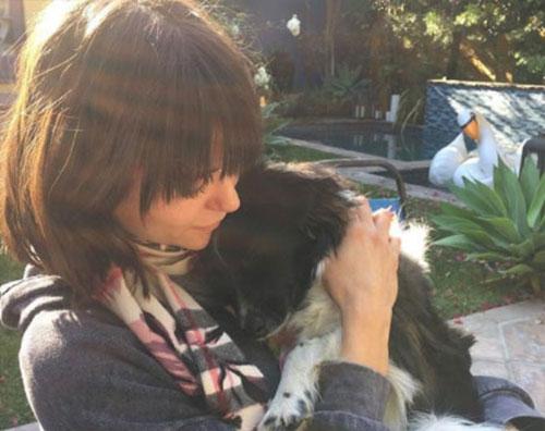 Nina Dobrev 2 Nina Dobrev coccola il suo cane su Instagram