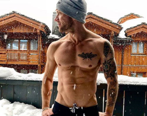 Ryan Phillippe Ryan Phillippe mostra i muscoli sotto la neve