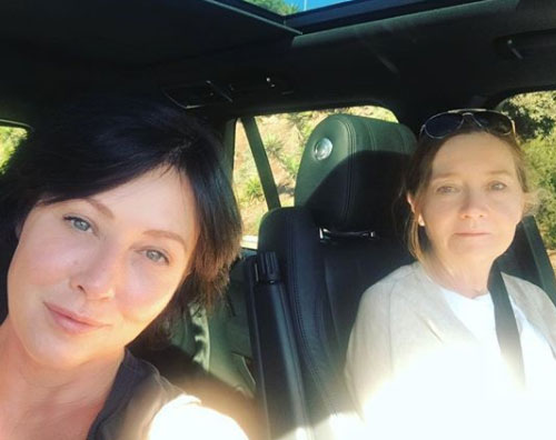 Shannen Shannen Doherty fa shopping natalizio con la mamma