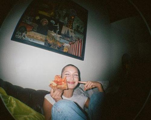 Bella Hadid 2 Bella Hadid, anche le modelle mangiano la pizza