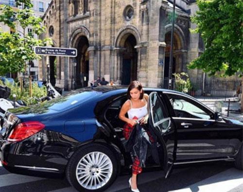 Bella Hadid 3 Bella Hadid sceglie il tartan a Parigi