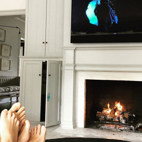 Gwyneth Paltrow Gwyneth Paltrow e Brad Falchuck, sabato pomeriggio sul divano