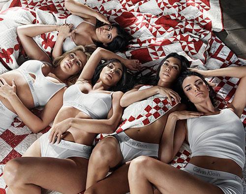 Kardashian Jenner 3 Le sorelle Kardashian e Jenner in intimo per Calvin Klein