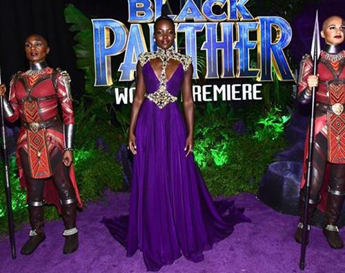 Lupita 2 1 Lupita Nyong'o in viola alla premiere di Black Panther