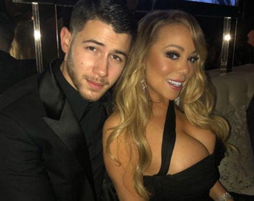 Mariah Carey Nick Jonas Mariah Carey, straripante ai Golden Globes 2018
