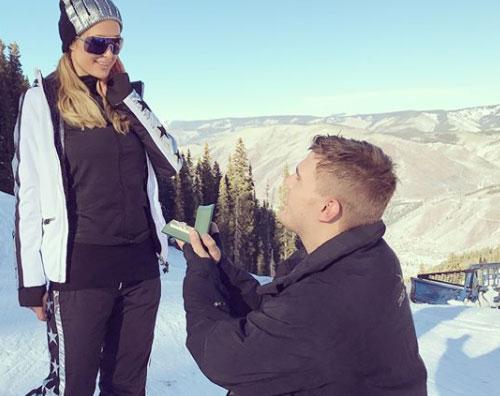 Paris Paris Hilton è fidanzata!