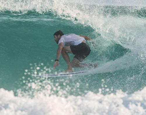 Chirs Hemwsorth 1 Chris Hemsworth fa surf in Australia