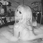 Christina 3 150x150 Christina Aguilera, foto hot nella vasca da bagno