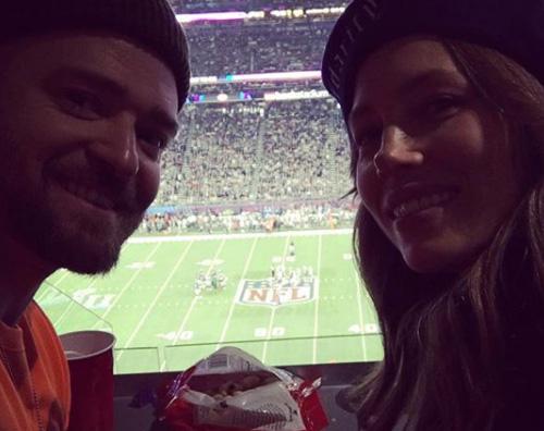 Justin Jessica Justin e Jessica assistono al Super Bowl