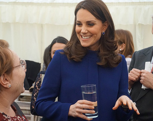 Kate Middleton 2 1 Kate Middleton, cappotto blu a Wickford