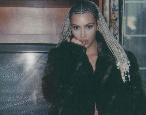 Kim Kardashian 2 Kim Kardashian, lato B in mostra su Instagram