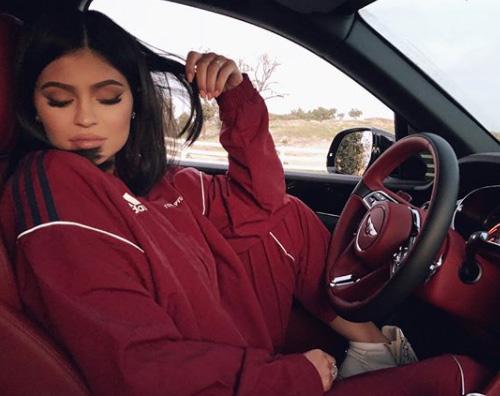 Kylie Jenner 2 Kylie Jenner ritorna ufficialmente sui social dopo la gravidanza