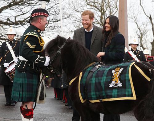 Meghan 1 Meghan Markle, cappotto scozzese per la visita ad Edinburgo